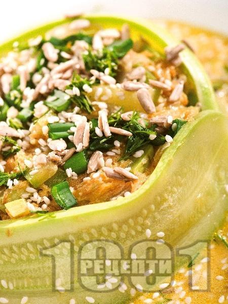 Постна пълнена тиквичка с картофи и зеле - снимка на рецептата